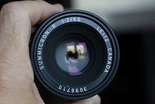 Free Close-up Photo Of Hand Holding Black Camera Lens Stock Photos - 134249893