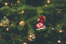 Free Shallow Focus Photography Of Red And White Hanging Christmas Tree Decor Stock Photography - 134421352