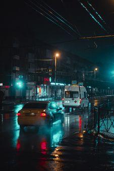 Free White Minivan Travelling On Road During Nighttime Stock Image - 134421411
