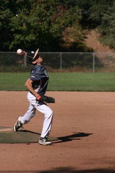 Free Man Playing Baseball Stock Image - 134472771