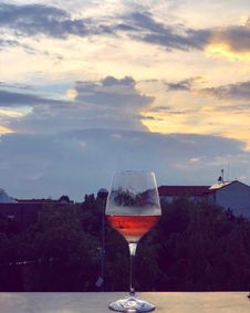 Free Sky, Wine Glass, Reflection, Stemware Royalty Free Stock Photo - 134700685