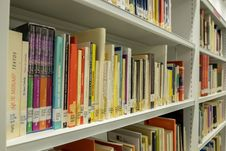 Free Library, Public Library, Shelving, Bookcase Royalty Free Stock Photos - 134700738