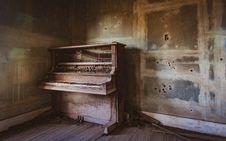 Free Piano, Keyboard, Player Piano Stock Photo - 134700880