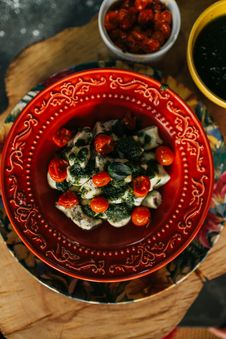 Free Salad On Round Red Plate Close-up Photo Stock Photos - 134722063