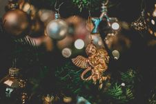 Free Gold-colored Angel Hanging Ornament Stock Photo - 134722160
