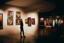 Free Woman Wearing Black Top Standing Near Paintings Royalty Free Stock Photos - 134722278