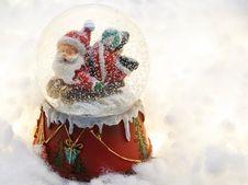 Free Close-up Photography Of Santa Claus Snow Globe Stock Photos - 134722783
