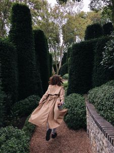 Free Girl Walking Between Hedge Stock Photo - 134723170