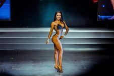 Free Woman Standing While Wearing Bikini Attire Royalty Free Stock Photography - 134822037