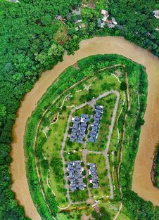 Free Top View Photo Of Houses And River Royalty Free Stock Photos - 134879548
