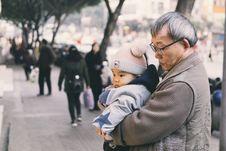 Free Man Holding Baby At Park Royalty Free Stock Photo - 134952905
