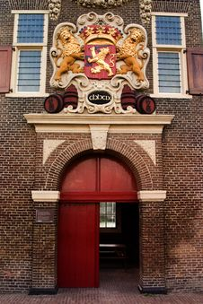 Free Lion Crest Over Entrance Stock Images - 1353414