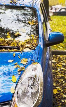 Free An Autumn Car Royalty Free Stock Photo - 1355475