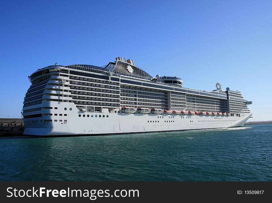Big cruise in port