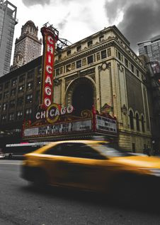 Free Passing Cars Near Chicago Theater Stock Image - 135065311