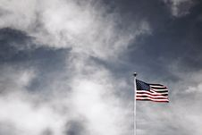 Free Flag Of The USA On A Pole Royalty Free Stock Photography - 135065647