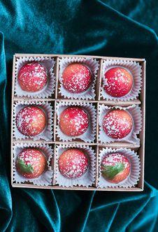 Free Petit Four, Praline, Rum Ball, Chocolate Truffle Royalty Free Stock Photography - 135105727