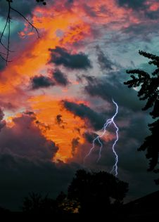 Free Lightning During Golden Hour Royalty Free Stock Photography - 135265707
