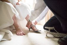 Free Man Tying Sandal Of Woman Stock Photography - 135265822