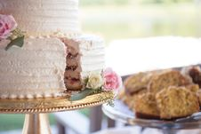 Free Cake On Cake Stand Stock Photography - 135338212