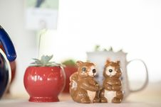 Free Blur Photography Of Two Brown Ceramic Squirrel Figurines Stock Photo - 135444800