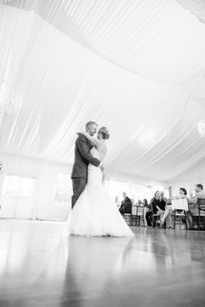 Free Bride And Groom Dancing In Front Of People Stock Photography - 135496772