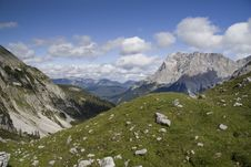 Free Wetterstein And Valley Of Seebensee Royalty Free Stock Photography - 13550427