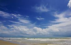 Free Beautiful Cloud At Lonely Beach Royalty Free Stock Images - 13551649