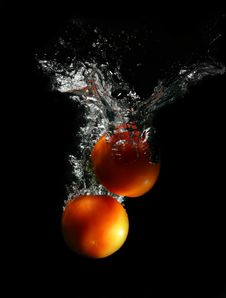Free Red Tomatoes In Water Royalty Free Stock Photo - 13552185