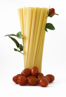 Raw Spaghetti With Tomato-red Rose Royalty Free Stock Photography