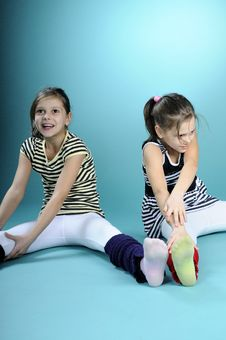 Free Twins Exercising Royalty Free Stock Images - 13563569