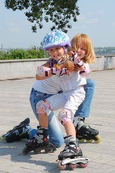 Free Family Rollerblading Stock Photos - 13568773
