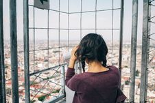 Free Woman Looking On Telescope Stock Images - 135668664