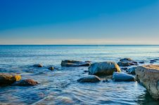Free Rocks On Body Of Water Under Blue Sky Stock Image - 135668811