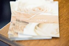 Free Pile Of Love Never Ends Cards Stock Photo - 135770590