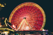 Free Time Lapse Photo Of Red And Yellow Lighted Ferris Wheel Royalty Free Stock Photo - 135770985