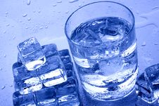 Free Cold Water And Ice Cubes Stock Photography - 13580982