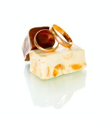 Free Gold Rings And Chocolate Candy Stock Photography - 13581202