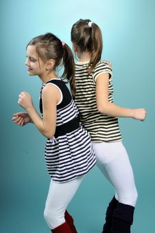 Free White Twins Dancing Stock Photography - 13582522