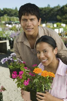 Free Couple Shopping At Plant Nursery Royalty Free Stock Images - 13583939