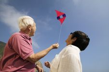 Free Couple Flying Kite Outdoors Royalty Free Stock Photos - 13584188