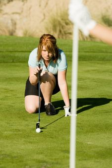 Free Female Golfer Putting Royalty Free Stock Images - 13585029