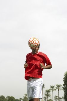 Free Soccer Player Heading Ball Stock Photography - 13585072