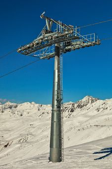 Free Ski Lift Pole With Support Rolls. Royalty Free Stock Image - 13586236