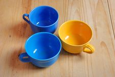 Free Colored Bowls On Table Royalty Free Stock Photos - 13586588