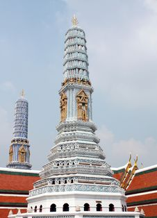 Free Temple In Bangkok Royalty Free Stock Photos - 13587098