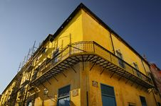 Free Yellow Building Facade In Old Havana Stock Images - 13588674
