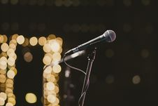 Free Selective Focus Photography Of Microphone On Microphone Stand Royalty Free Stock Image - 135840886