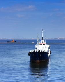 Ship Arriving To Port Royalty Free Stock Image