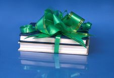 Free Books, Tied To A Gift Royalty Free Stock Images - 13593619